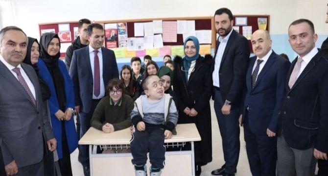 Kızılay İstanbul Şube Başkanlığı Çocuklara Mutluluk Giydiriyor